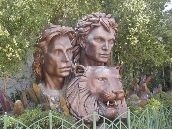 Siegfried and Roy statue
